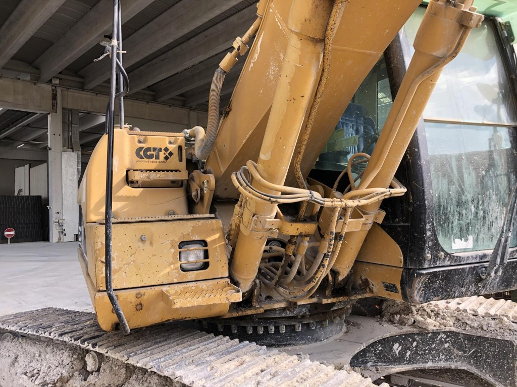 Lot Caterpillar 320CLN Excavator | Gobid it